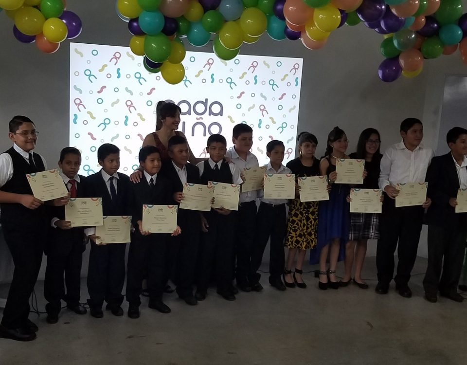 Melissa Corona with the students who graduated from the course.
